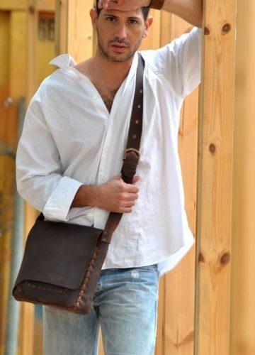 תיק עור חום מעוצב לגבר עשוי בעבודת יד
