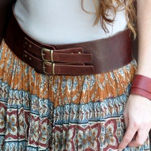חגורת עור חומה קלאסית לאישה מעוצבת בעבודת יד