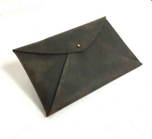 קלאץ' עור בצבע חום כהה לאישה עשוי בעבודת יד - דגם מעטפה