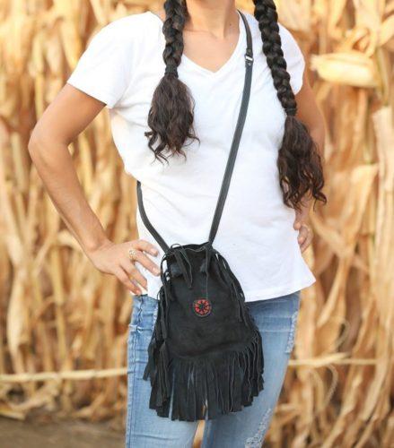 תיק מעור זמש שחור לאישה בסגנון פרנזים עשוי בעבודת יד